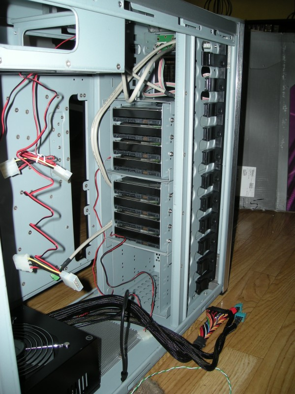 8x500GB - 7 in raid5, 1 hotspare