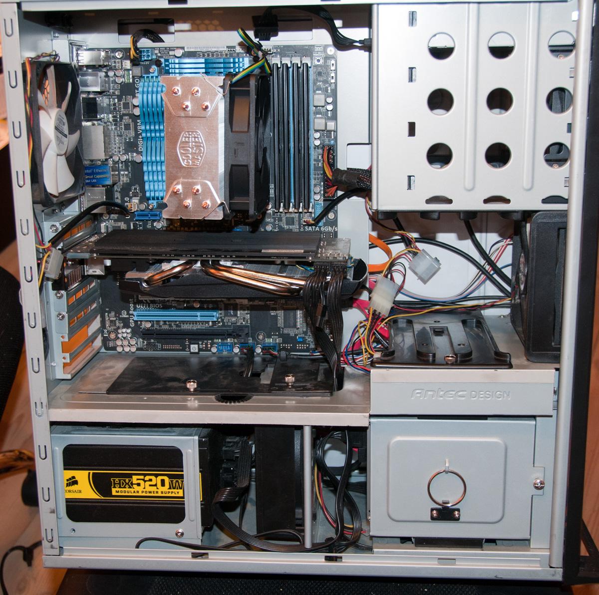 DSC 4501pp i5-2500k @ 4.3GHz Asus P8Z68-V Gen3 16GB Corsair XMS3 Asus 6870 DirectCu Intel 320 80GB SSD